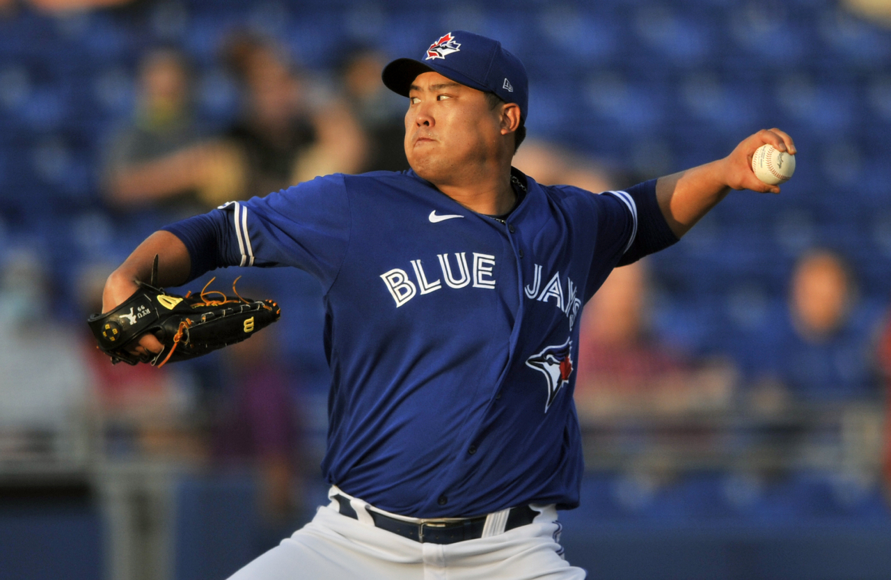 In this Canadian Press photo via Associated Press, Ryu Hyun-jin of the Toronto Blue Jays pitches against the Philadelphia Phillies in the top of the first inning of a major league spring training game at TD Ballpark in Dunedin, Florida, last Friday, 2021. (Yonhap)