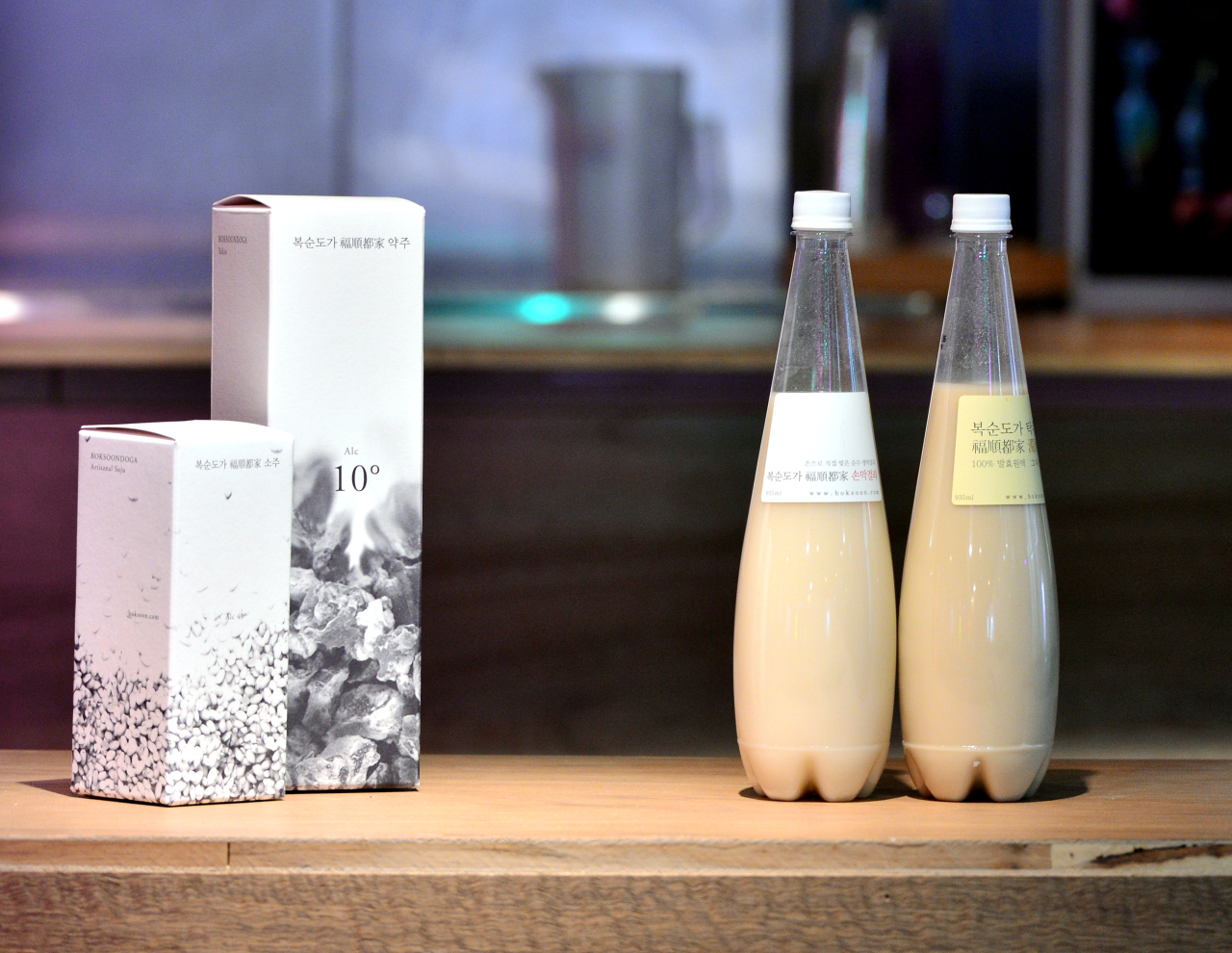 A lineup of Boksoondoga products includes makgeolli. (Park Hyun-koo/The Korea Herald)