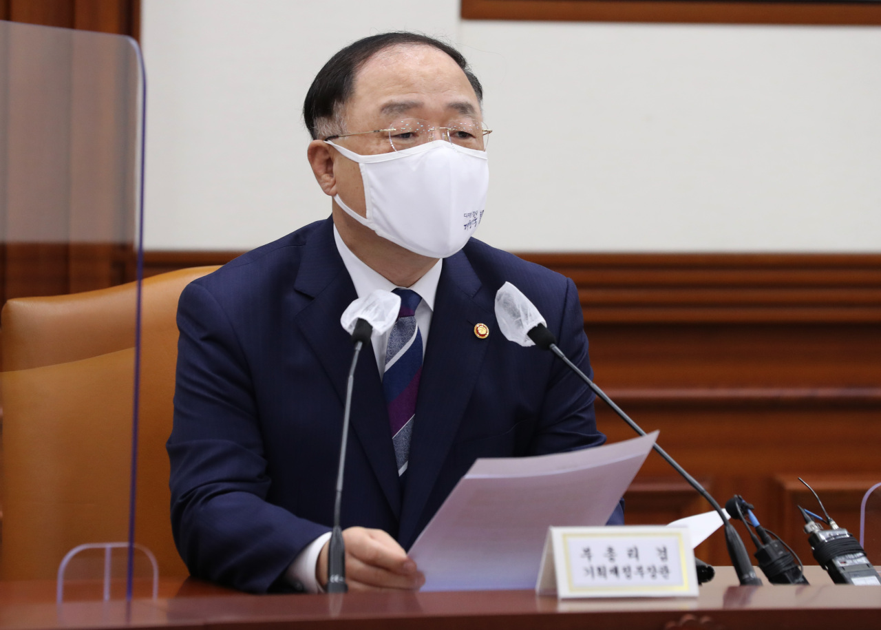 """Finance Minister Hong Nam-ki speaks during a meeting for the innovative growth of """"big 3"""" industries at the government complex in Seoul, Thursday. (Yonhap)"""