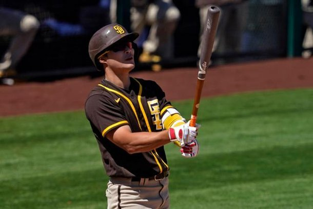 This Associated Press file photo from March 27, 2021, shows Kim Ha-seong of the San Diego Padres in spring training action against the Los Angeles Angels at Tempe Diablo Stadium in Tempe, Arizona. (Yonhap)