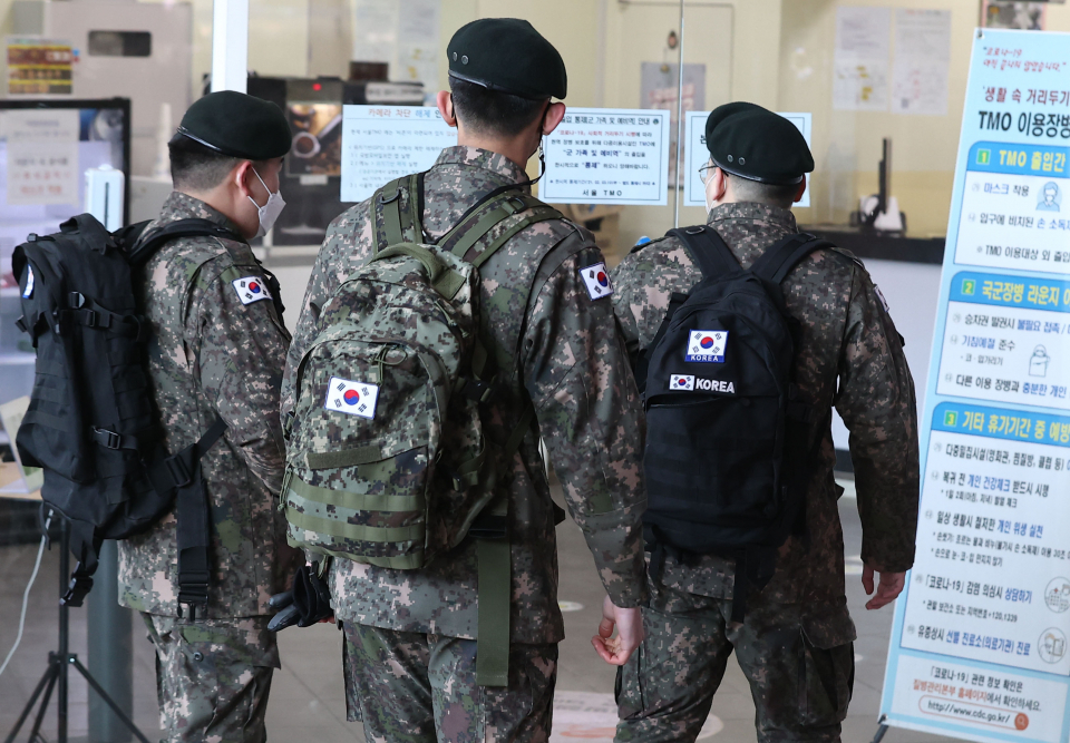 This file photo, taken on Feb. 3, 2021, shows service members at Seoul Station. (Yonhap)