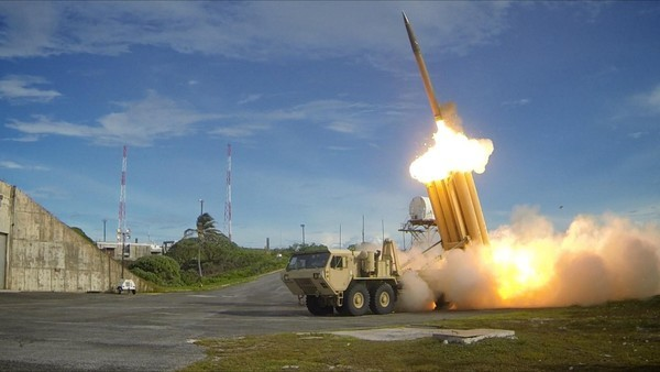 A test run of the Terminal High Altitude Area Defense (THAAD) system is shown in this photo released by the US Department of Defense. (Reuters-Yonhap)