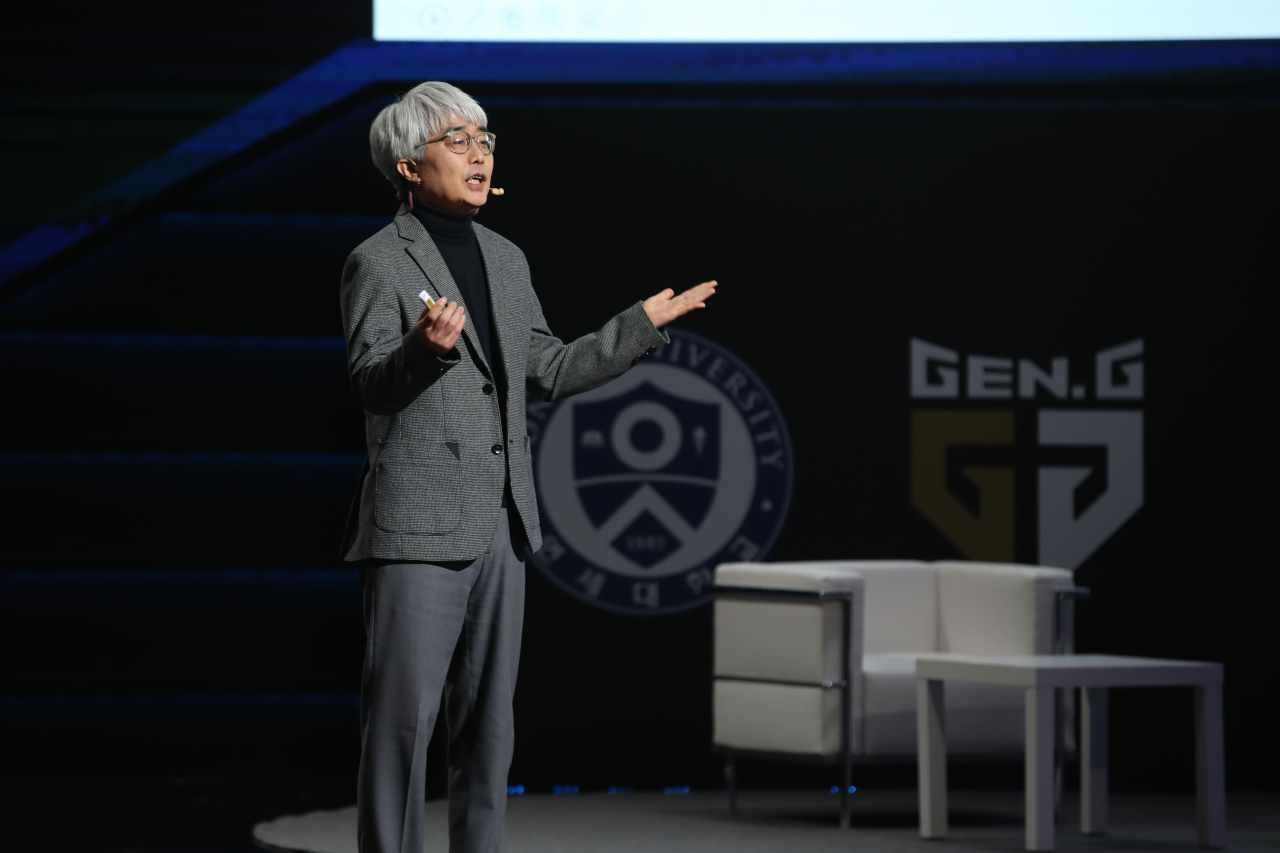 """Professor Yoon Tae-jin, dean of the Yonsei Graduate School of Communication and Arts, appears at """"The Game Changer"""" conference last week. (Gen.G Esports)"""