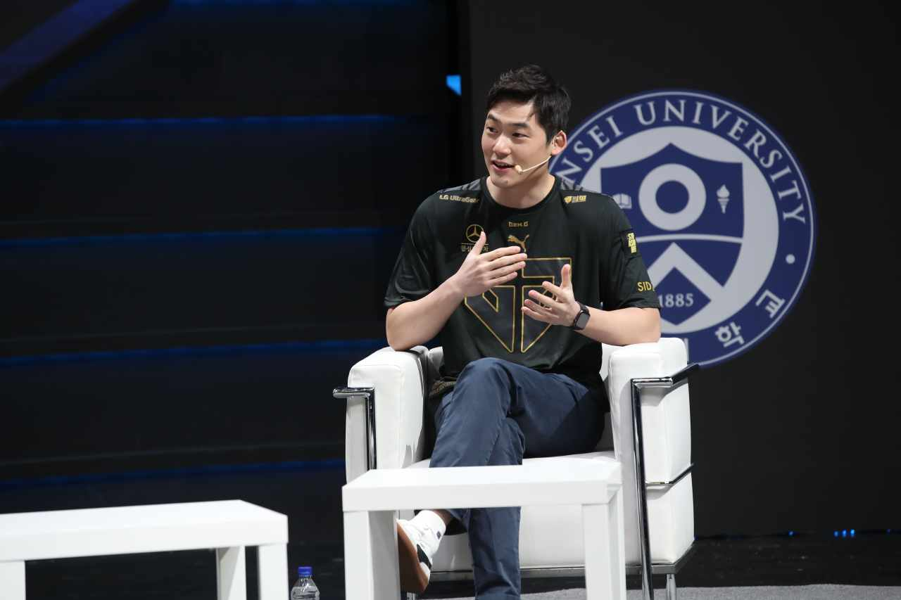 """Gen.G Esports Chief Operating Officer Arnold Hur speaks during """"The Game Changer"""" conference last week. (Gen.G Esports)"""