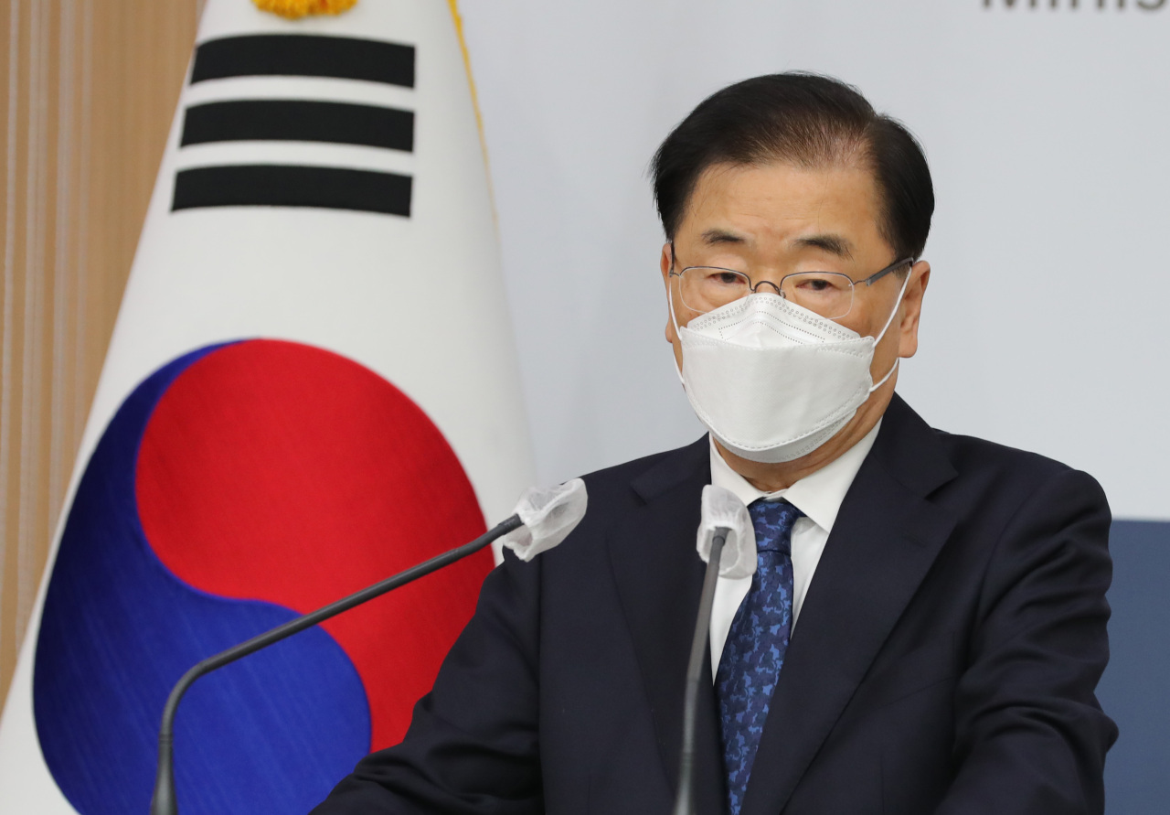 Foreign Minister Chung Eui-yong speaks during a press conference at the foreign ministry in Seoul in March. (Yonhap)