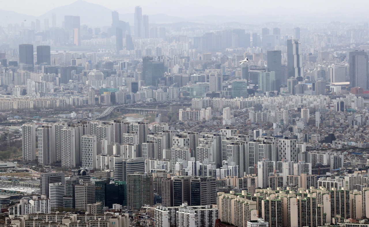 View of apartment buildings in Seoul. (Yonhap)