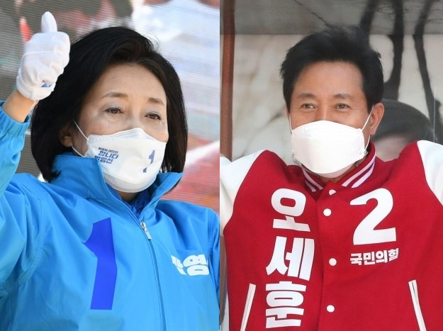 These photos provided by the National Assembly press corps show the Democratic Party's Seoul mayoral candidate Park Young-sun (L) and People Power Party candidate Oh Se-hoon during their election campaigns on March 30, 2021. (National Assembly press corps)
