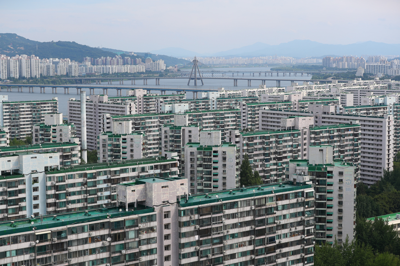 Apartment complexes in Seoul (Yonhap)