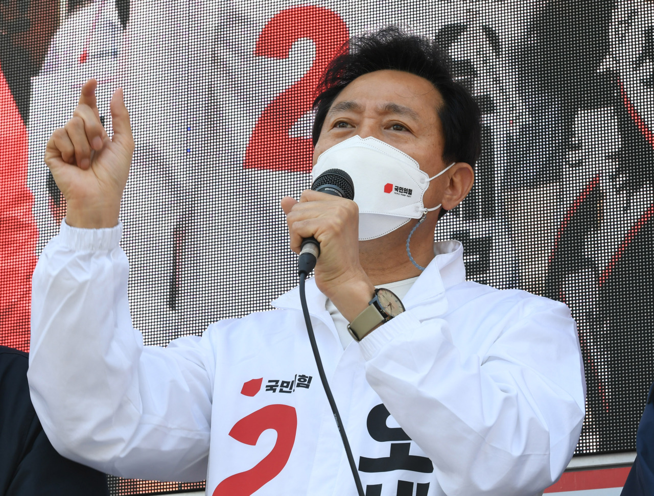 Seoul Mayor candidate Oh Se-hoon appeals for support during a campaign stop held in Nowon-gu, northern Seoul, on Tuesday. (Yonhap)