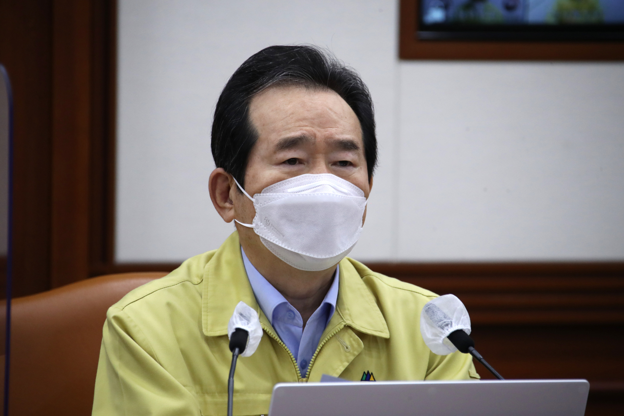 Prime Minister Chung Sye-kyun speaks during a daily interagency meeting on the new coronavirus response at the government complex in Seoul on Thursday. (Yonhap)