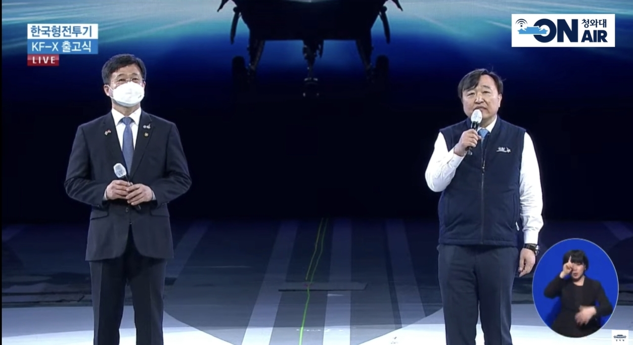 Korea Aerospace Industries CEO Ahn Hyun-ho (right) asks for support for the KF-21 at its rollout ceremony. (Cheong Wa Dae)