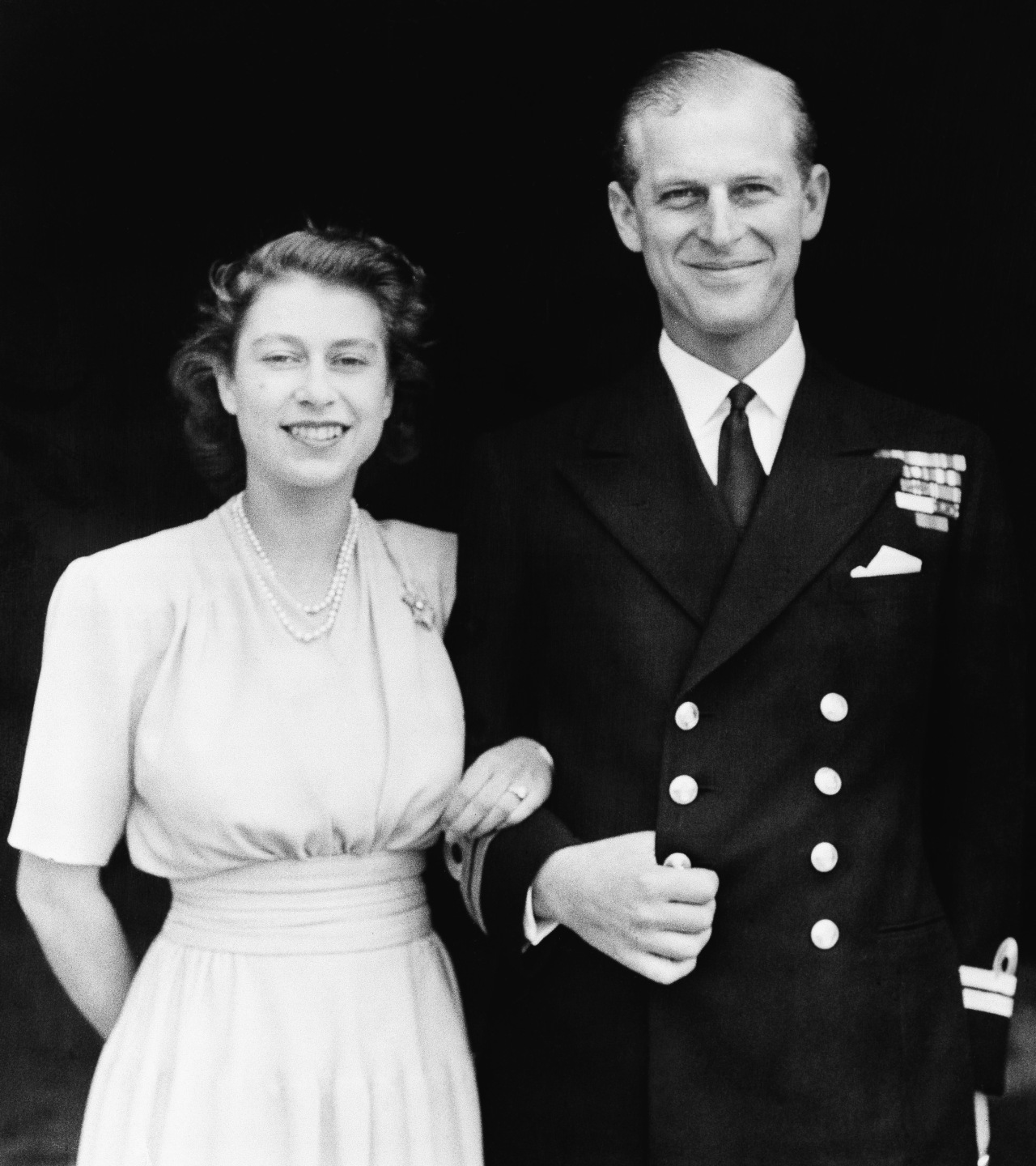 This July 10, 1947 official photo shows Britain's Princess Elizabeth, heir presumptive to the British throne and her fiance, Lieut. Philip Mountbatten, in London. (AP-Yonhap)