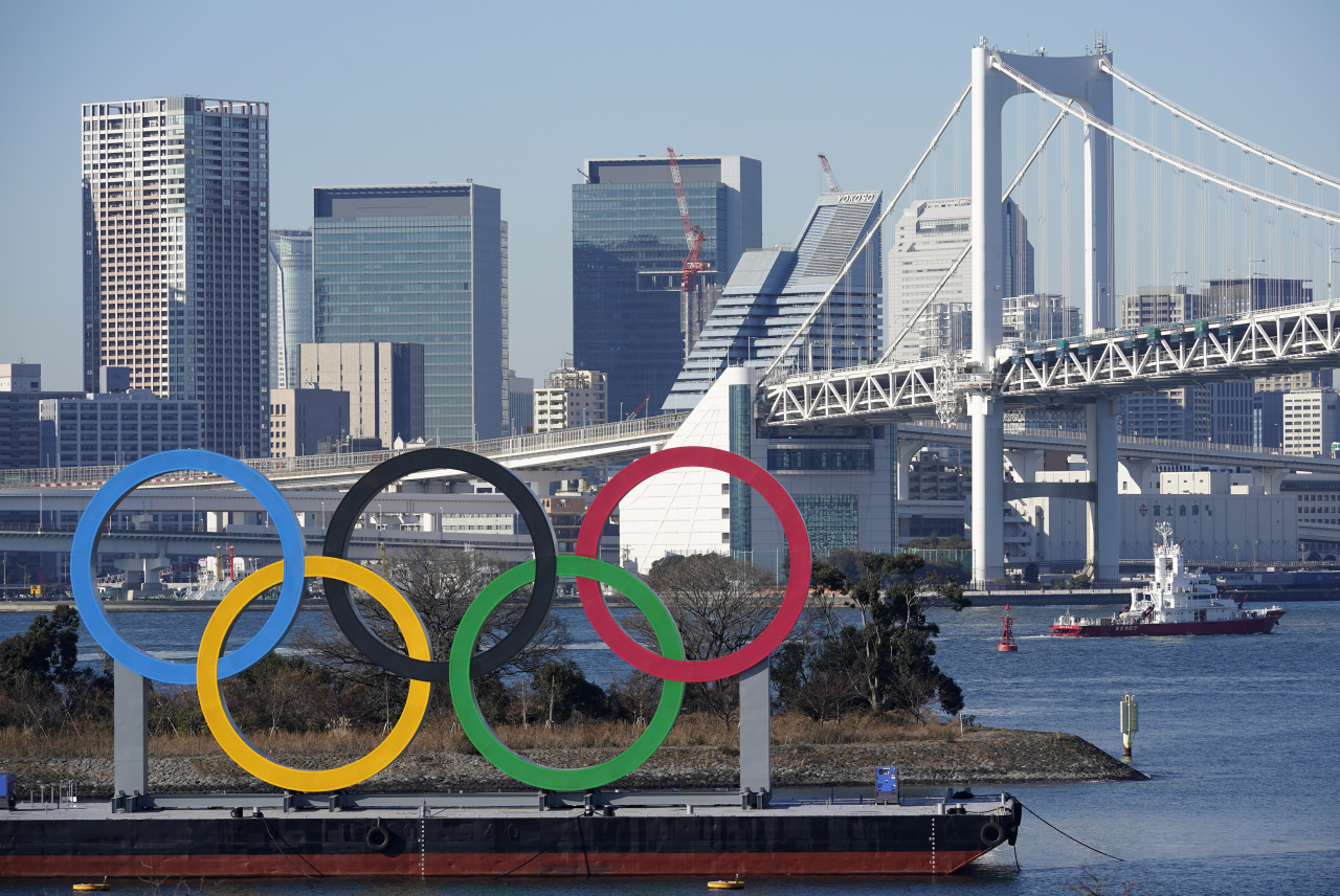 This Associated Press file photo from Feb. 18, 2021, shows the Olympic Rings on display in Tokyo. (AP-Yonhap)