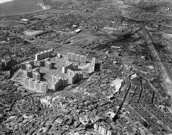 A photo from 1965 shows the Mapo Apartment Complex, construction of which was completed in 1964. (Ministry of Culture, Sports and Tourism)