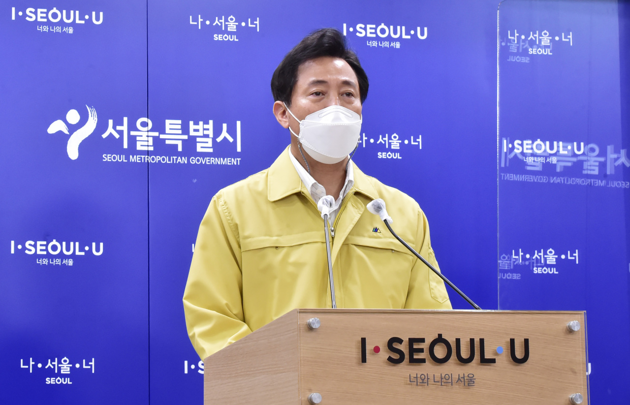 Seoul Mayor Oh Se-hoon speaks during a press briefing Monday. (Yonhap)