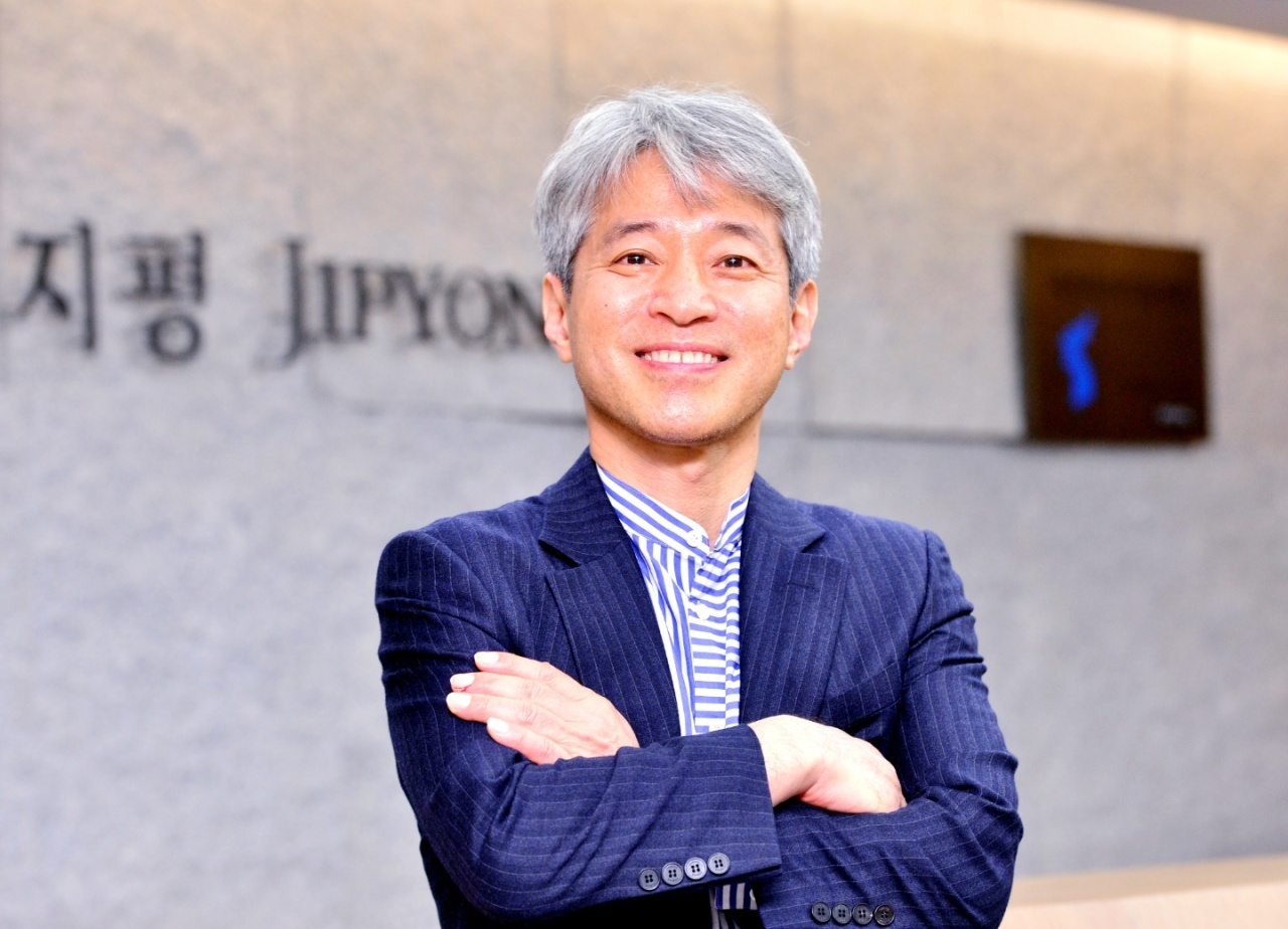 Jipyong managing partner Lim Sung-taek poses for a photo during an interview at the firm's headquarters in central Seoul on Thursday. (Park Hyun-koo/The Korea Herald)