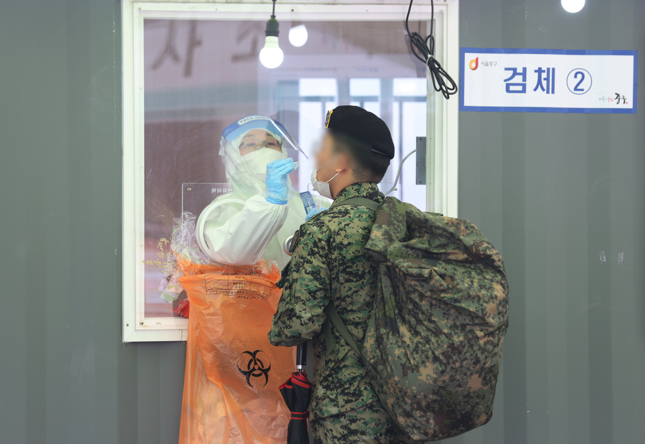 An Army soldier gets tested before returning to the base. (Yonhap)