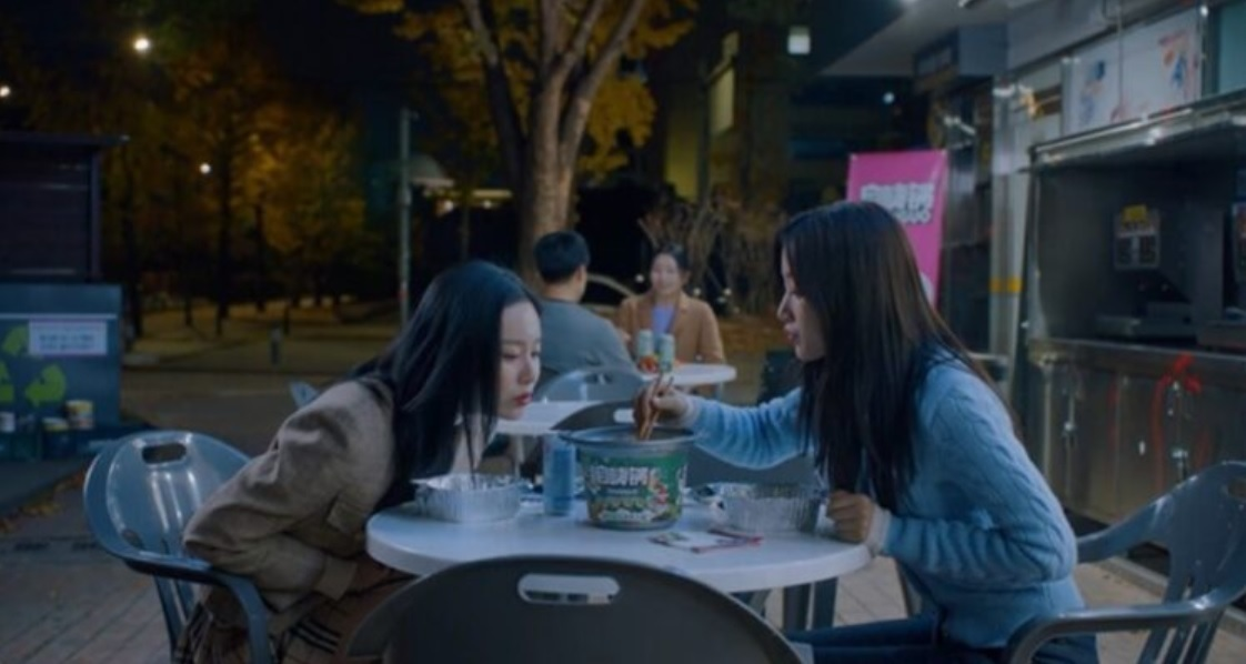 """Characters eat Chinese instant hotpot in the tvN drama """"True Beauty."""" (tvN)"""