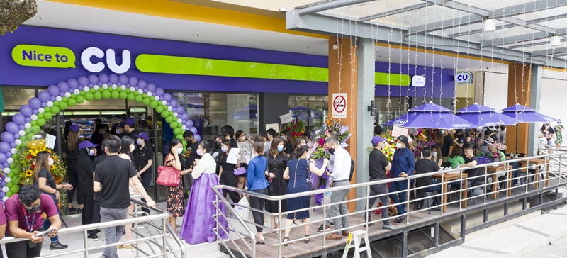 Customers line up outside the first CU convenience store outlet in Kuala Lumpur, Malaysia. (BGF Retail)