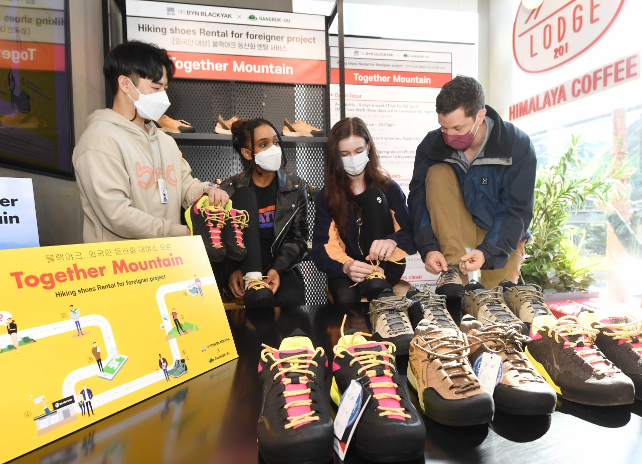 Rental service users look at hiking shoes offered at a Black Yak store in Ui-dong, Gangbuk-gu, Seoul on Tuesday. (Black Yak)