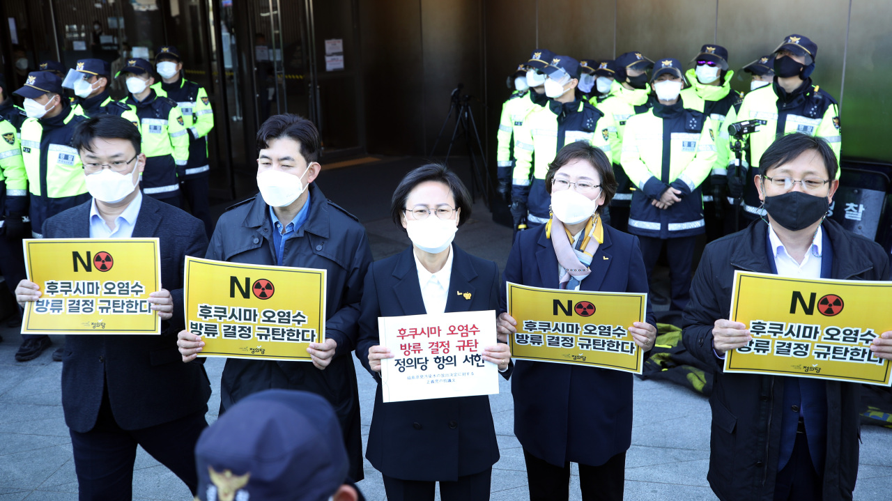 Members of the minor progressive Justice Party stage a protest against the Japanese government's decision to discharge radioactive water from the crippled Fukushima nuclear plant into the Pacific Ocean during a news conference in front of the Japanese Embassy in Seoul on Wednesday. (Yonhap)