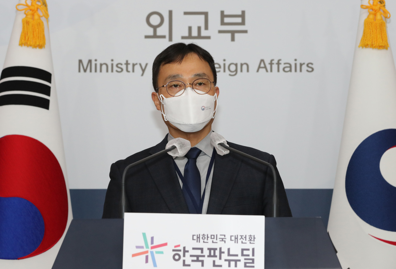 Choi Young-sam, spokesman for the foreign ministry, speaks during a press briefing at the ministry in Seoul on Tuesday. (Yonhap)