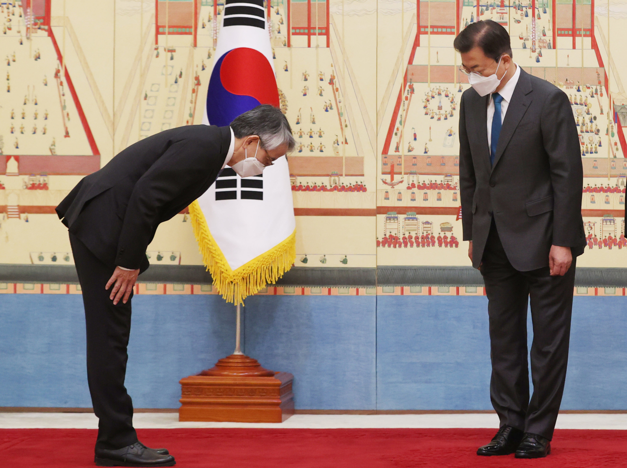 President Moon Jae-in (right) greets Japanese Ambassador to South Korea Koichi Aiboshi at Cheong Wa Dae on Wednesday. (Yonhap)