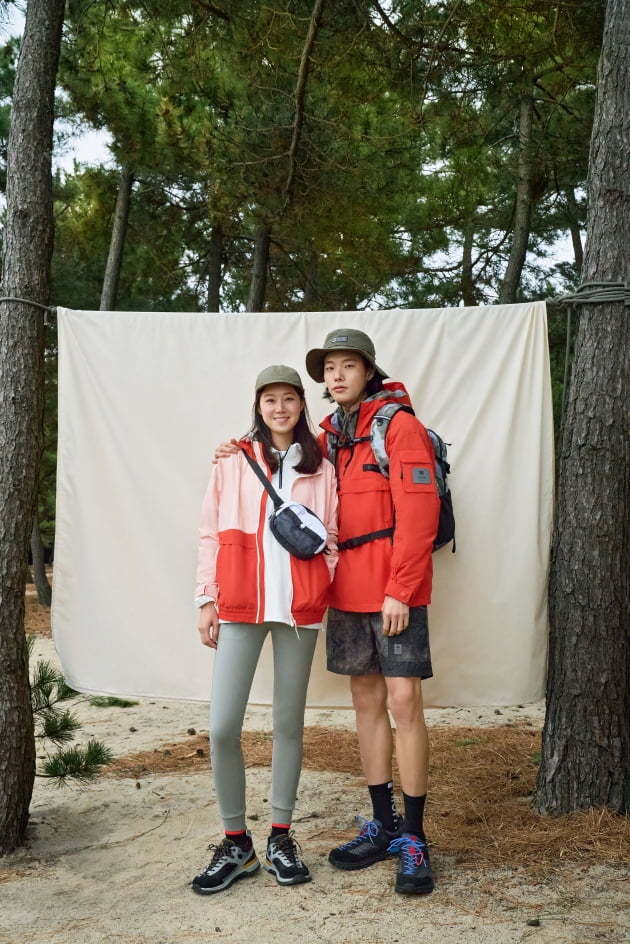 Actors Gong Hyo-jin and Ryu Jun-yeol are seen modeling Kolon Sports' spring-summer collection, made with recycled fibers. (Kolon Sports)