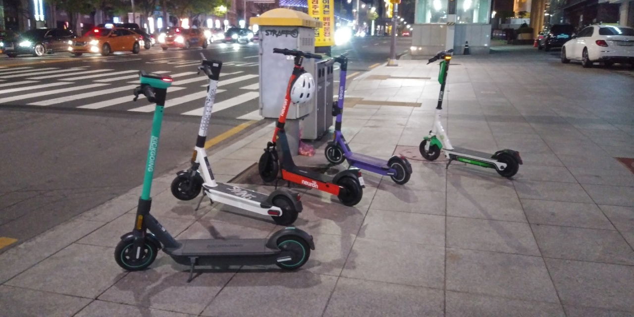 Electric scooters are parked on a sidewalk in Gangnam-gu, southern Seoul, last month. (Ko Jun-tae/The Korea Herald)