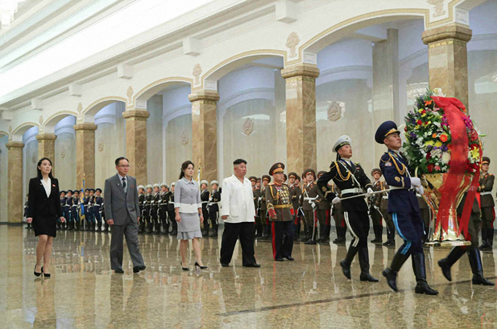 North Korean leader Kim Jong-un (4th from L) visits the Kumsusan Palace of the Sun to mark the birth anniversary of late state founder Kim Il-sung, in this photo released by the Rodong Sinmun, the official newspaper of the North's ruling Workers' Party, on Friday. (Rodong Sinmun)