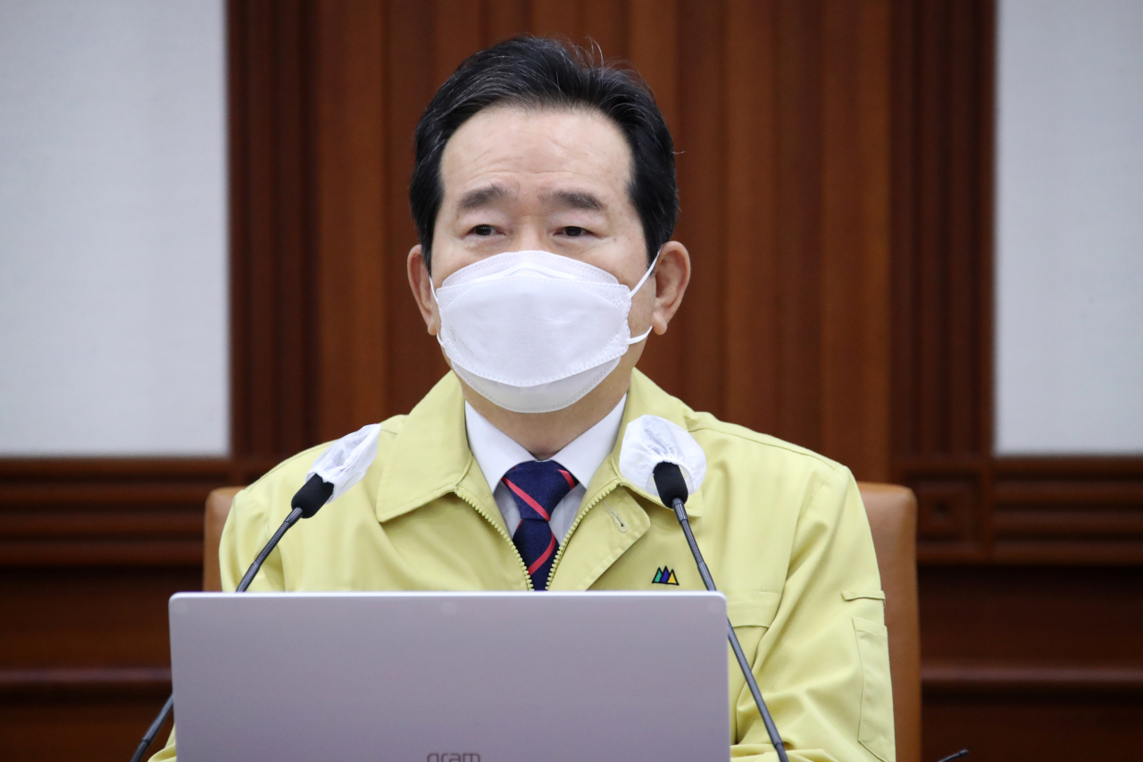 Chung Sye-kyun, South Korea's prime minister who stepped down from his job on Thursday, speaks during a daily interagency meeting on the coronavirus response held at the government complex in Seoul the same day. (Yonhap)
