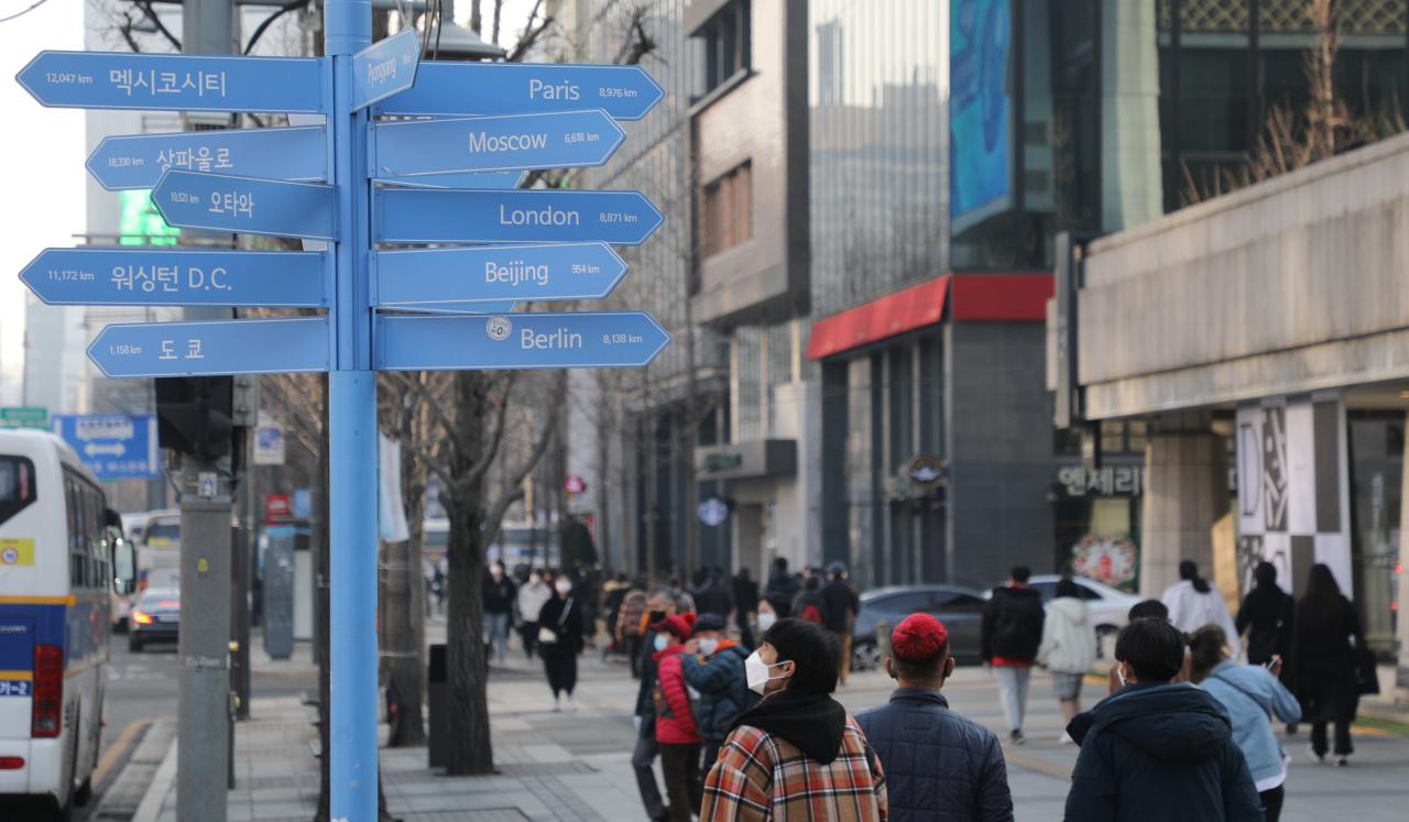 Pedestrians walk on a street near Gwanghwamun Square in February. (Yonhap)