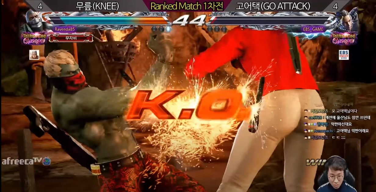 Knee plays Bryan Fury (left) and knocks out his opponent. (Knee YouTube screenshot)