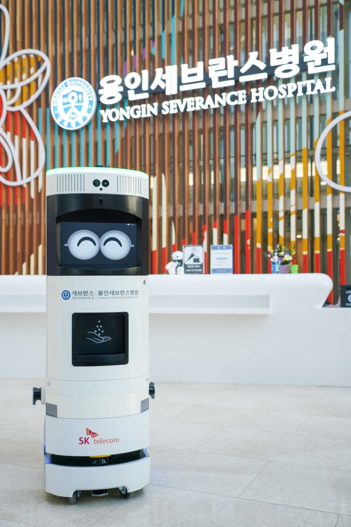 SK Telecom Co.'s 5G-powered disinfection robot roams around Yongin Severance Hospital in Yongin, 49 kilometers south of Seoul, in this photo provided by the company on Monday. (SK Telecom Co.)