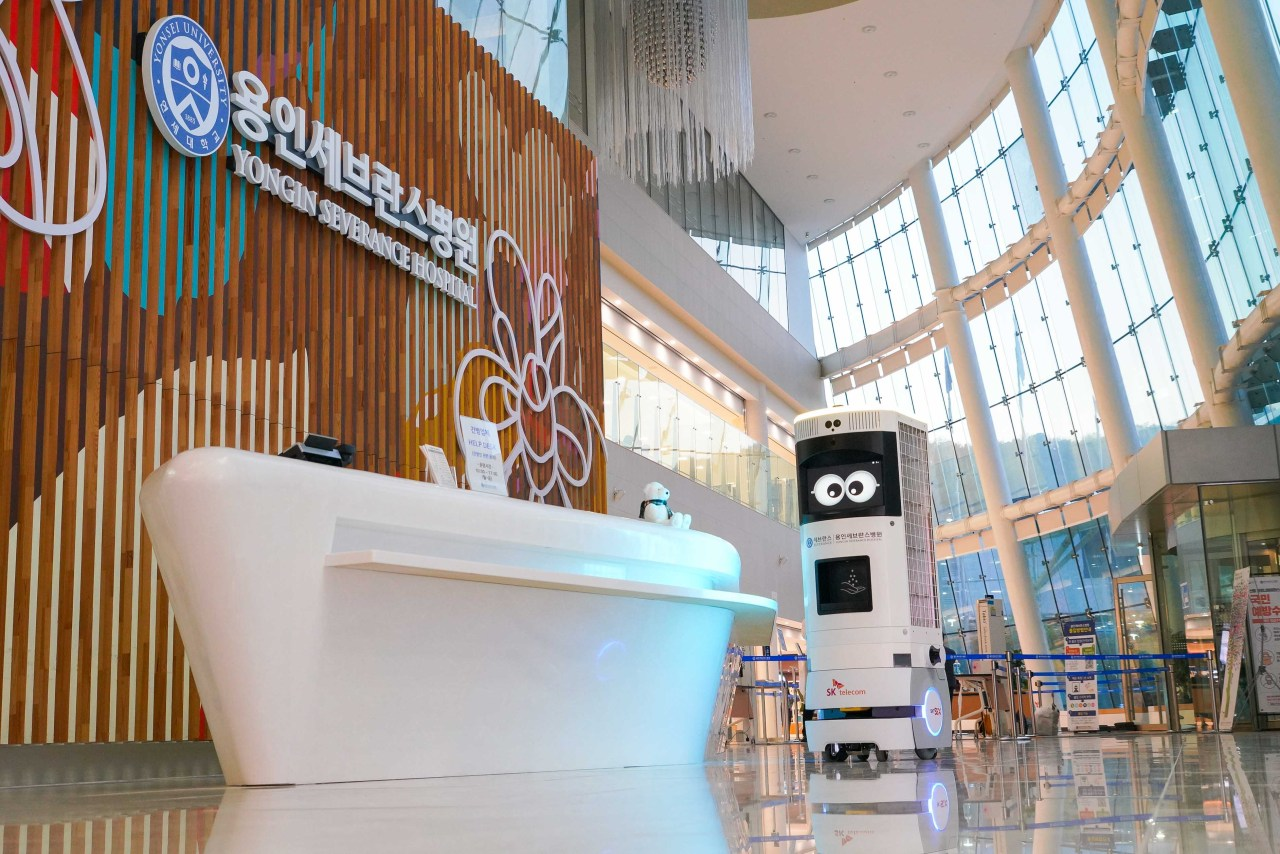 SK Telecom's 5G-based disinfection robot is deployed at Yongin Severance Hospital in Yongin, Gyeonggi Province. (SKT)