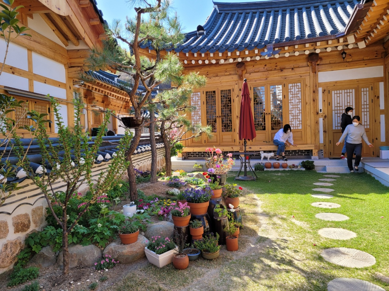 Residents of the hanok town in Sejong City interact with neighbors. (Park Yuna/The Korea Herald)