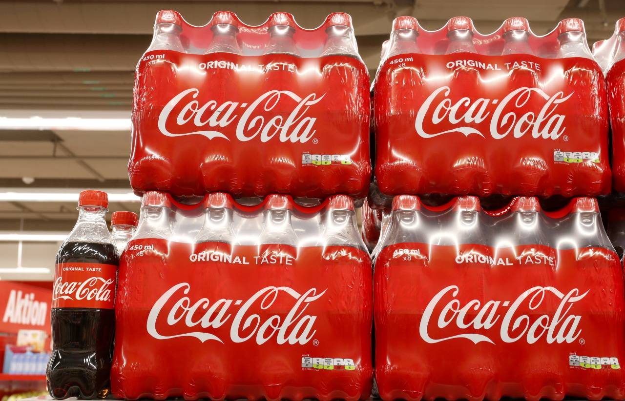 Bottles of Coca-Cola are displayed at a supermarket of Swiss retailer Denner, as the spread of the coronavirus disease (COVID-19) continues, in Glattbrugg, Switzerland June 26, 2020. (Reuters-Yonhap)