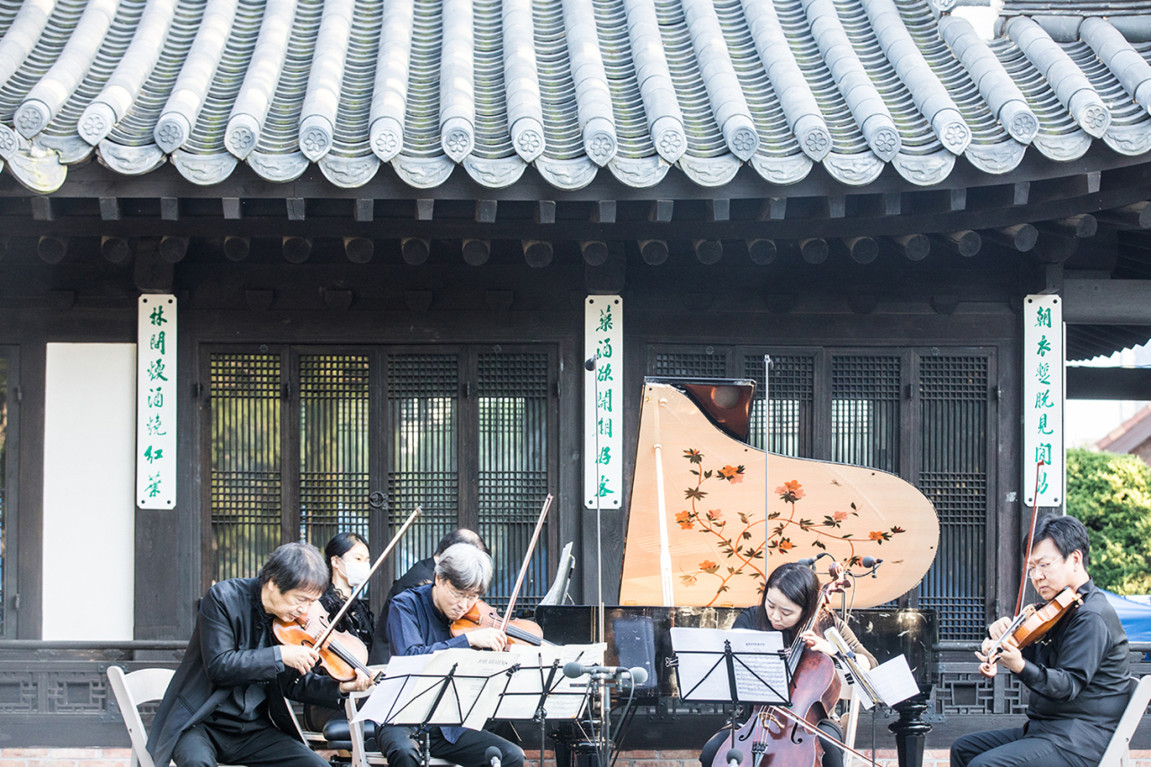 Salon Concert held at the house of Yun Po-sun in Anguk-dong, central Seoul, during the 2020 Seoul Spring Festival of Chamber Music (SSF)