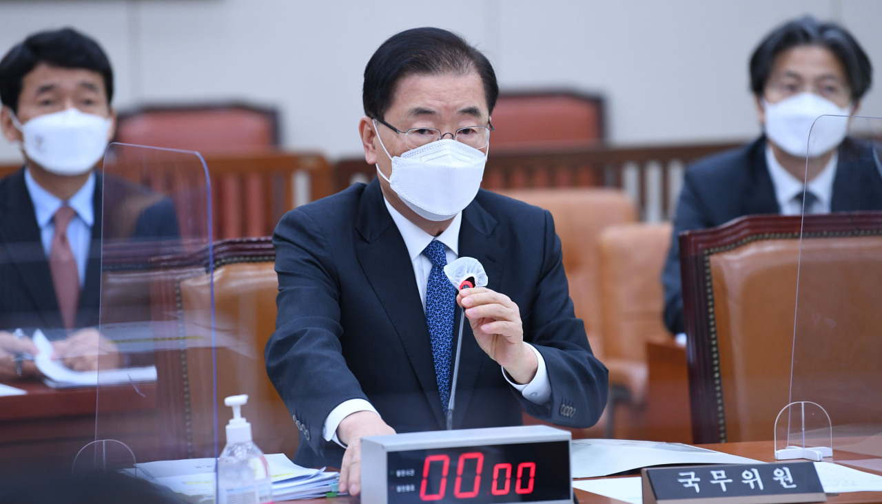 Foreign Minister Chung Eui-yong speaks at a parliamentary session on Tuesday. (Yonhap)