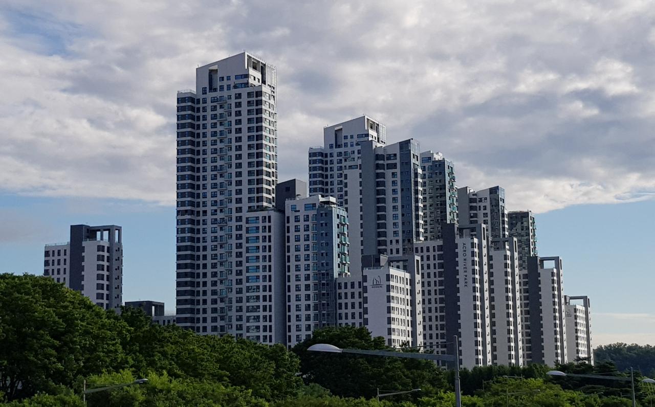 The Acro River Park apartment complex located in Seocho-gu, Seoul (Herald DB)