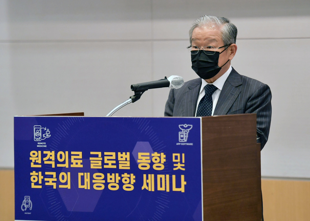 The Federation of Korean Industries Vice Chairman Kwon Tae-shin speaks during a seminar held in Seoul, Tuesday. (Yonhap)