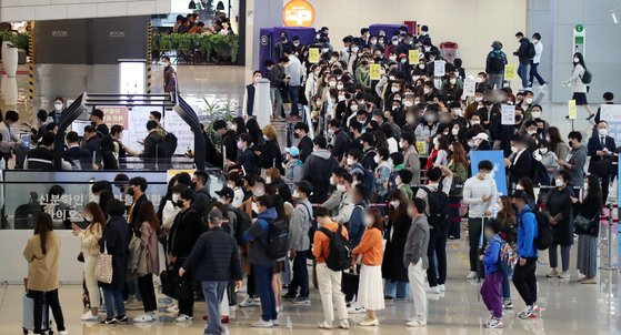 The domestic departure lobby of Gimpo International Airport, in western Seoul, is crowded with people for weekend trips last Friday, amid the prolonged coronavirus pandemic. (Yonhap)