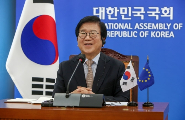 National Assembly Speaker Park Byeong-seug holds a video conference with European Parliament President David Sassoli at the National Assembly in Yeouido, Seoul on Tuesday. (Yonhap)
