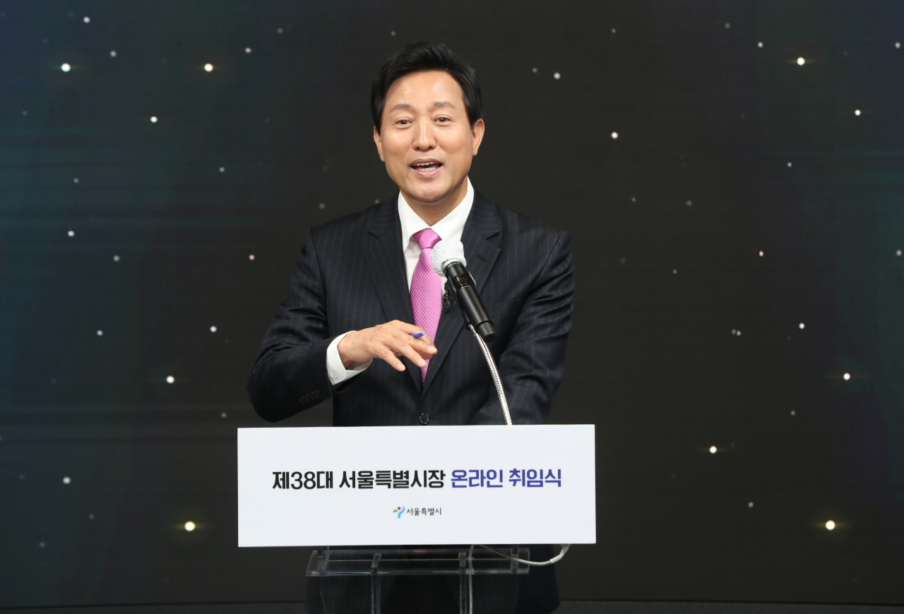 New Seoul Mayor Oh Se-hoon delivers remarks at his virtual inauguration ceremony at Dongdaemun Design Plaza in Seoul on Thursday. (Pool photo) (Yonhap)