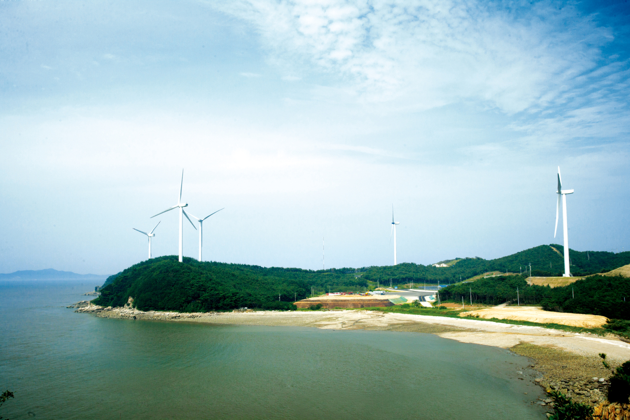 GS E&C operates a wind turbine localization and commercialization complex in Yeongheung, Incheon. (GS E&C)