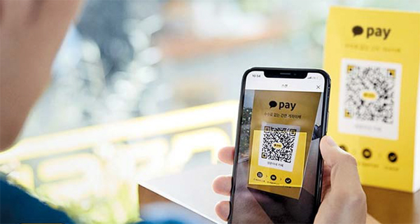 A user of mobile payment service Kakao Pay makes a payment with the app. (Kakao Pay)