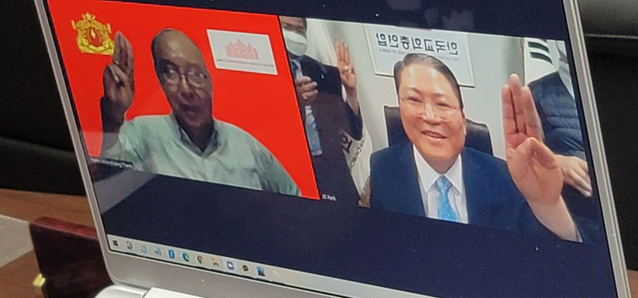 Pastor So Kang-suk talks with National Unity Government of Myanmar Prime Minister Mahn Win Khaing Than through a video call on Wednesday. (UCCK)