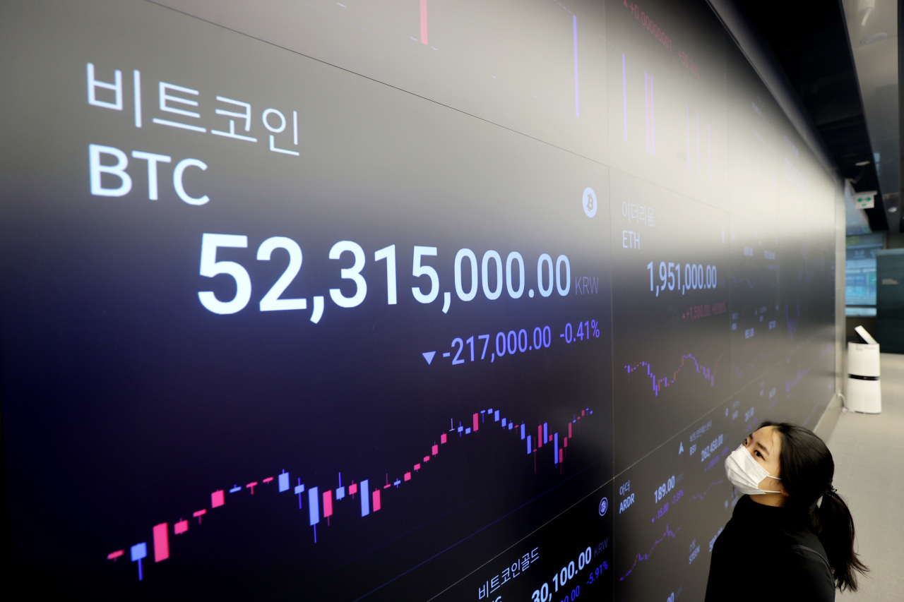 An electronic board displays the price of Bitcoin at crypto exchange Upbit in Seoul. (Yonhap)