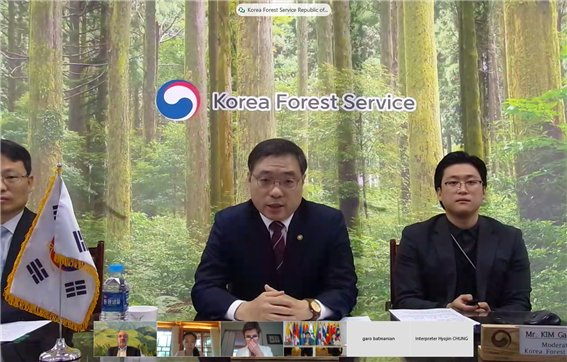 Korea Forest Service director, Choi Byeong-am, speaks at the workshop held with the World Bank last Friday. (Korea Forest Service)