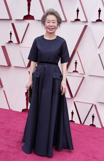 Youn Yuh-jung arrives at the 93rd Academy Awards in Los Angeles on Monday (Reuters-Yonhap)